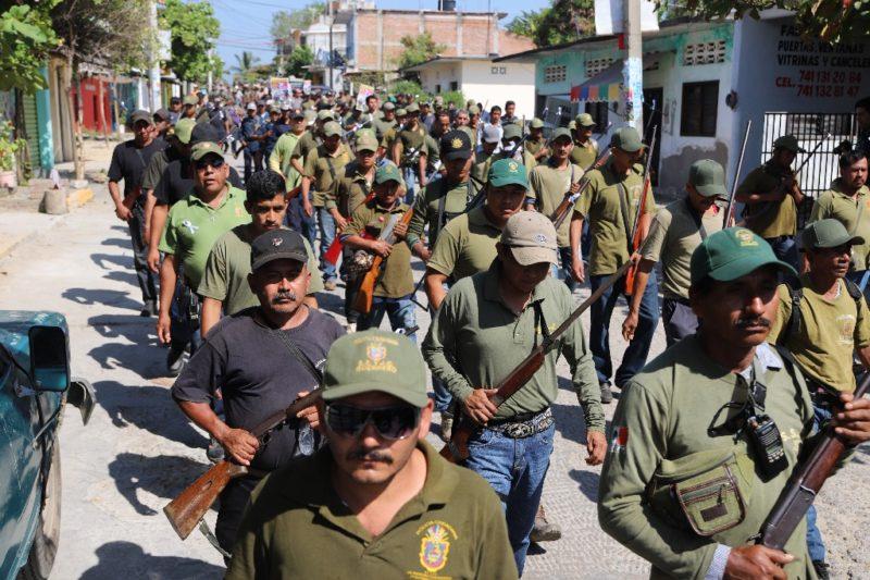 Niños indígenas nahuas se unen a la policía comunitaria en Guerrero para defender a su pueblo