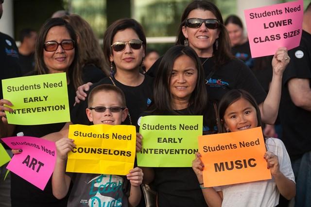 El Superintendente Estatal de Instrucción Pública, Tony Thurmond, llama a sindicato de maestros y distrito escolar de Sacramento a evitar una huelga el 22 de mayo