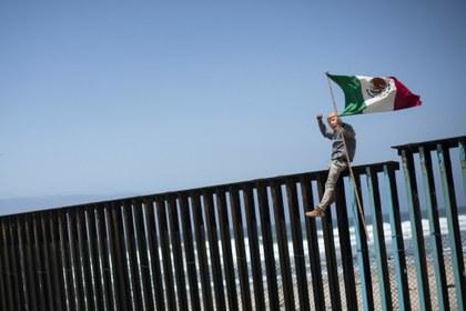 Juez bloquea el plan de Trump de construir un muro fronterizo