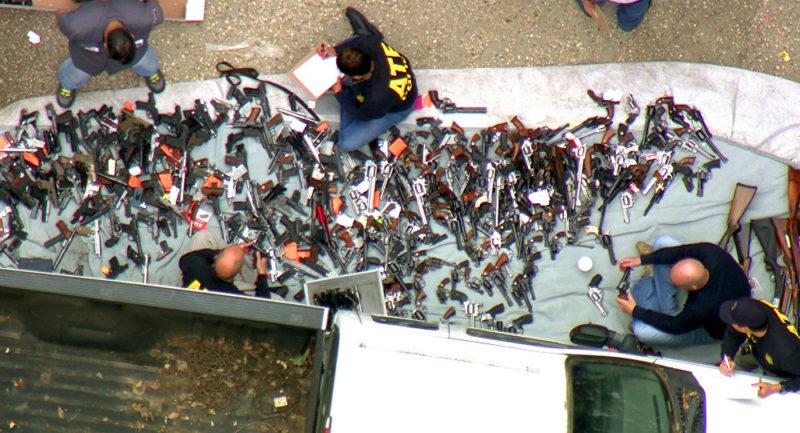 Decomisan más de mil armas de fuego en Los Angeles