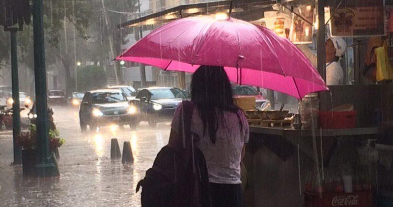 Tláloc bendice a la atribulada capital con leve lluvia. Pero esto no acaba: la contingencia sigue
