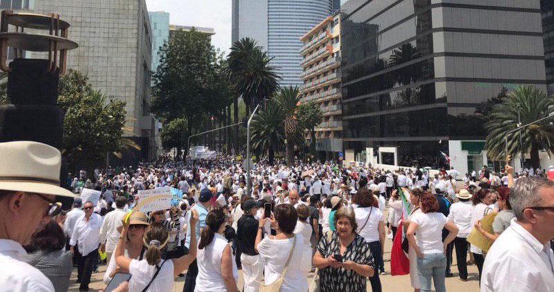 """Los opositores de AMLO muestran músculo en la CdMx y regiones de provincia: """"renuncia"""", piden; le reclaman la violencia"""