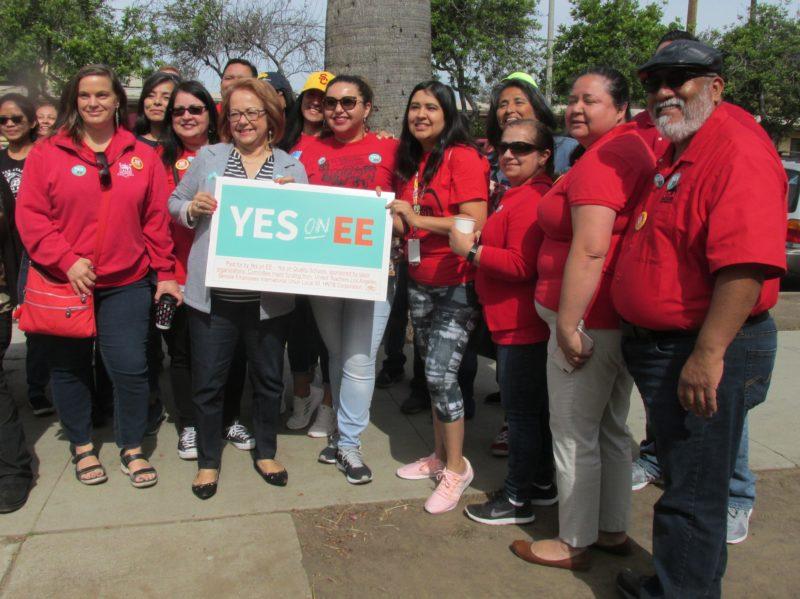 Convocan al pueblo latino a sacar adelante la Medida EE en la elección de 4 de junio para mejorar las finanzas del distrito escolar en beneficio, sobre todo, de estudiantes de bajos recursos