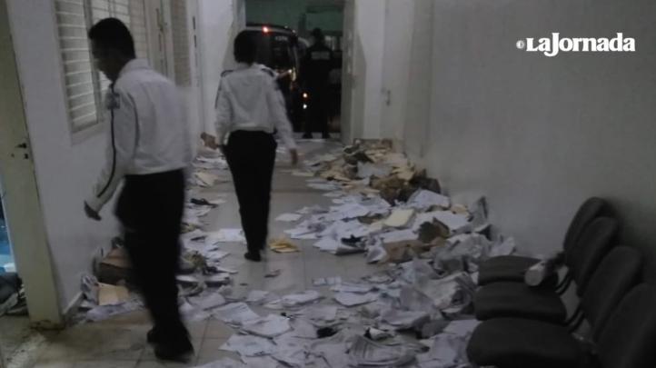Confirman que amotinados extranjeros en la estación Siglo XXI de Tapachula destruyeron base de datos que México compartía con EU