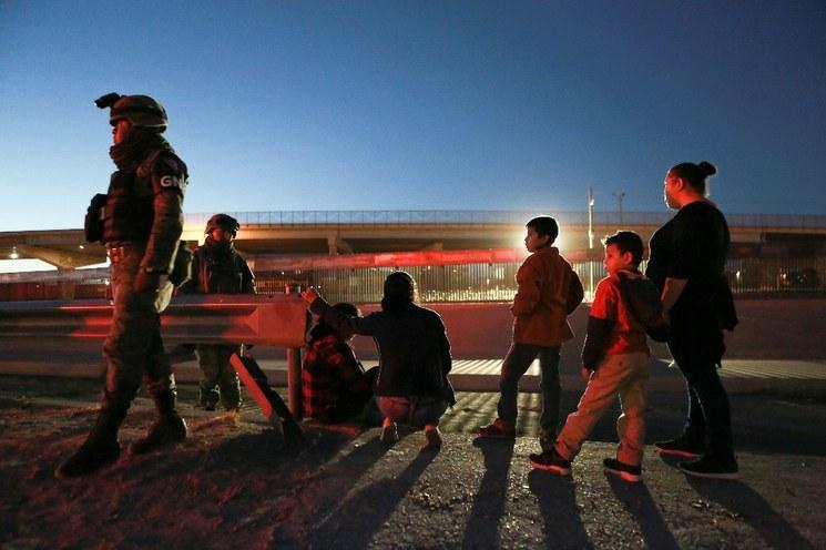 Envía EU a México a más de 15 mil solicitantes de asilo
