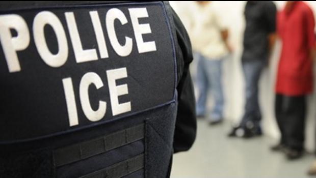 Trump pospone las redadas masivas, pero ICE ya está deportando a un promedio de 660 personas diariamente