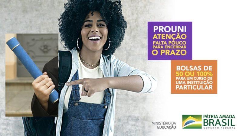 Video: Una publicidad del Ministerio de Educación en Brasil genera repudio en la red por 'blanquear' a una estudiante