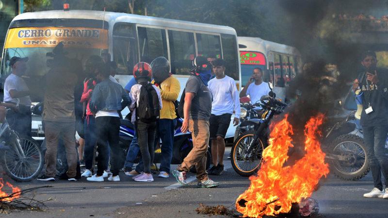 Videos: Protestas en Honduras con sublevación policial y el arribo de 300 marines estadounidenses
