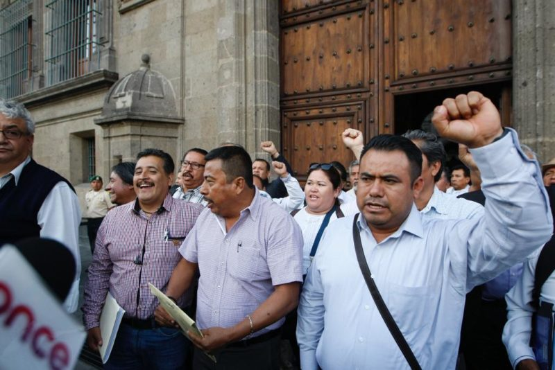 Acuerda AMLO con la CNTE reinstalación de 400 maestros y la liberación de encarcelados