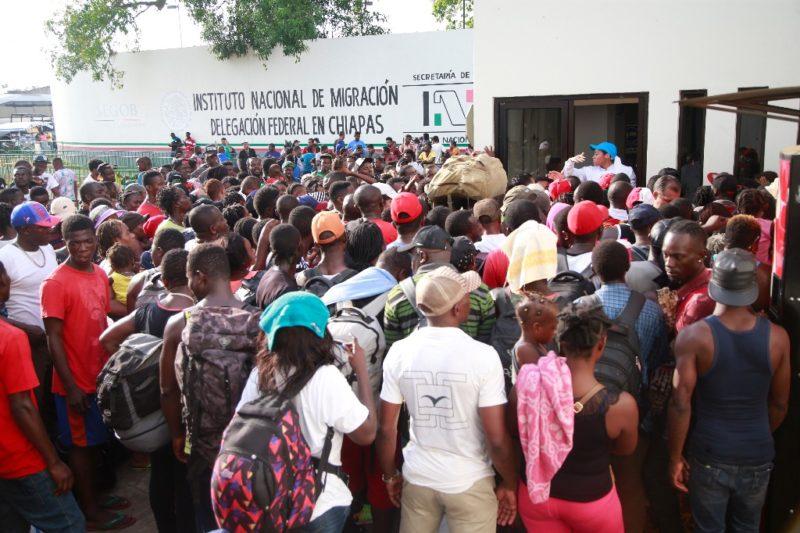 En el tráfico de personas en México, colusión del Instituto Nacional de Migración con transportistas: Ebrard