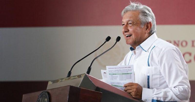 """AMLO anuncia una nueva planta eléctrica en Yucatán para que """"nunca más haya apagones"""""""