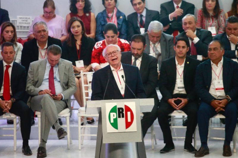 Video: Narro se baja de contienda por la dirigencia del PRI, condena la simulación, la corrupción, denuncia que el Jefe del Ejecutivo tiene injerencia en ese partido y renuncia