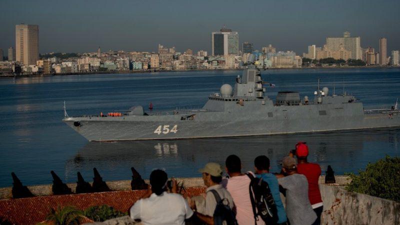 Rusia envía buques de guerra a Cuba y un avión militar a Venezuela, en medio de las tensiones entre esas naciones