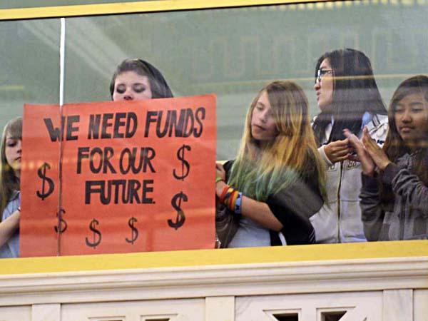 Se incrementa a once mil 993 dólares la inversión anual a cada uno de los 6.2 millones de estudiantes del nivel K-12 de California