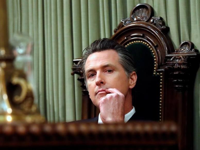 De estudiante, Gavin Newsom fue rechazado en una secundaria particular y ya como gobernador de California se alía con privatizadores, denuncian