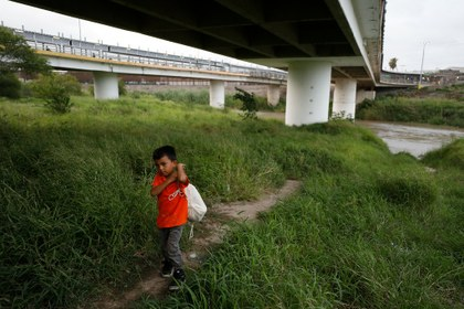 México investiga casos de compra de niños migrantes para cruzar hacia EU
