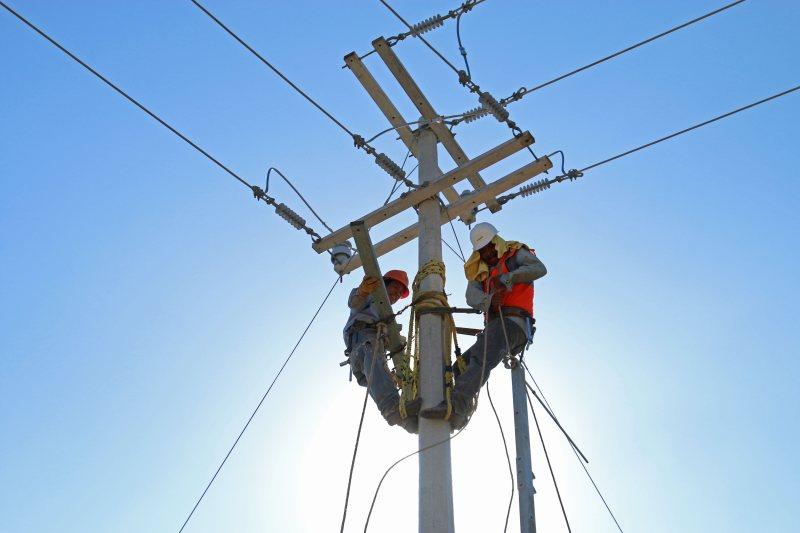 CFE demandó en cortes internacionales a 7 empresas por contratos leoninos en gasoductos y en respuesta a que ellas acudieron primero a tribunales: Bartlett