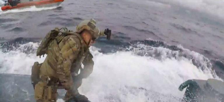 Guardia Costera de EU intercepta submarino con 17 toneladas de cocaína valuada en 232 millones de  dólares