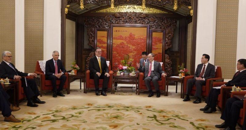 Ebrard y 50 empresarios chinos y mexicanos se reúnen en el país asiático; van por más inversiones