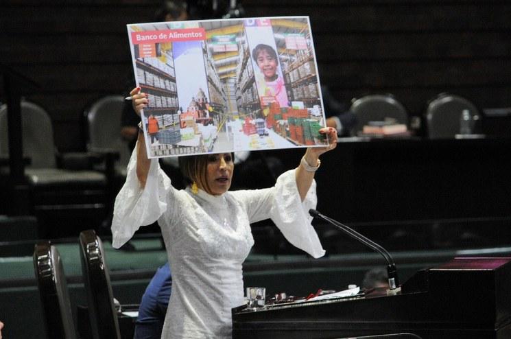 Juez cita a Rosario Robles el 8 de agosto, a pedido de FGR; la investigación, sin límites, el caso, sin impunidad, destaca López Obrador