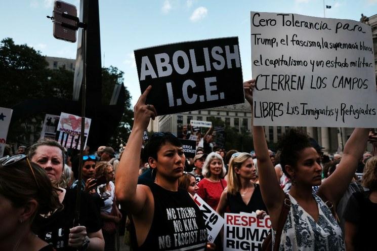 Hombre armado ataca centro de retención de migrantes en Washington