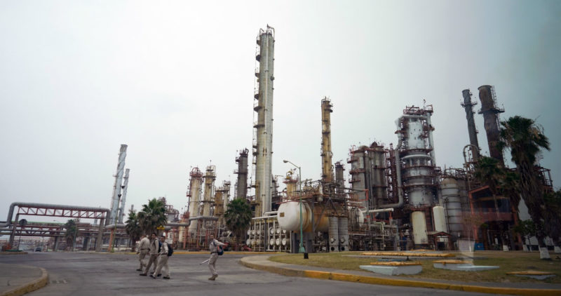 Nuevo plan de rescate para Pemex reduce la carga fiscal e incrementa la inversión