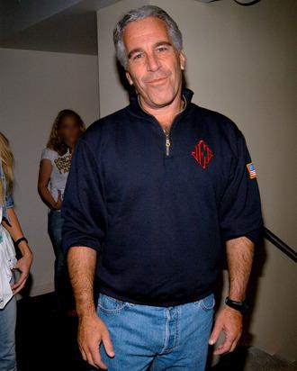 Videos: FBI investiga la muerte en prisión de Jeffrey Epstein. Hay especulación sobre las causas ya que documentos sobre tráfico sexual y pedofilia implican a algunos más ricos y poderosos del mundo