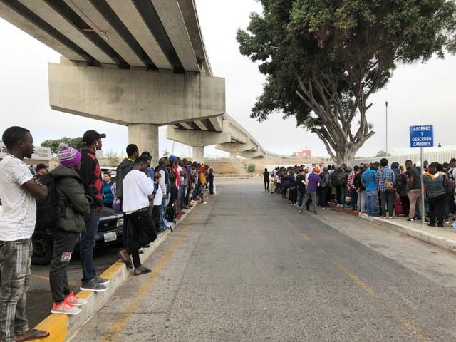 40 mil migrantes esperan en México para pedir asilo en EU