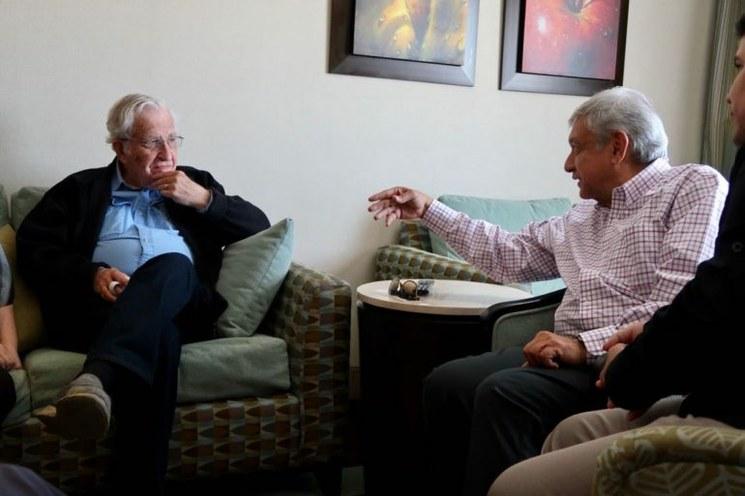 AMLO el político y Chomsky el académico, de acuerdo
