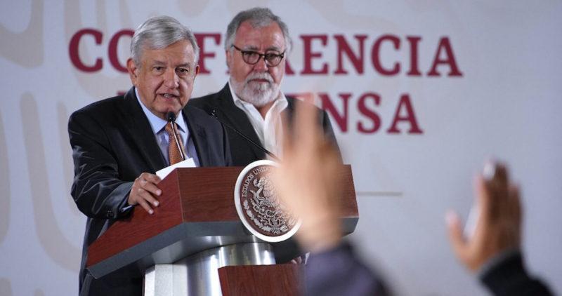 """AMLO confirma que regañó a los legisladores de Morena: """"El que es ambicioso vulgar, al carajo"""""""