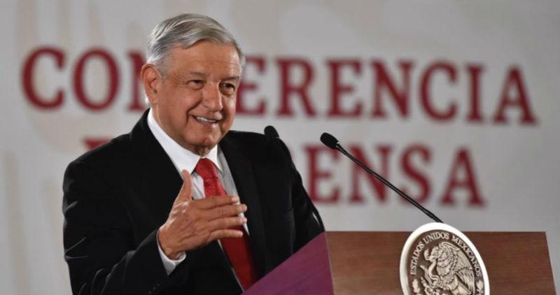 """AMLO exige a partidos devolver el 50% del dinero que les asignó el INE; """"es inmoral, corrupción"""", dice"""