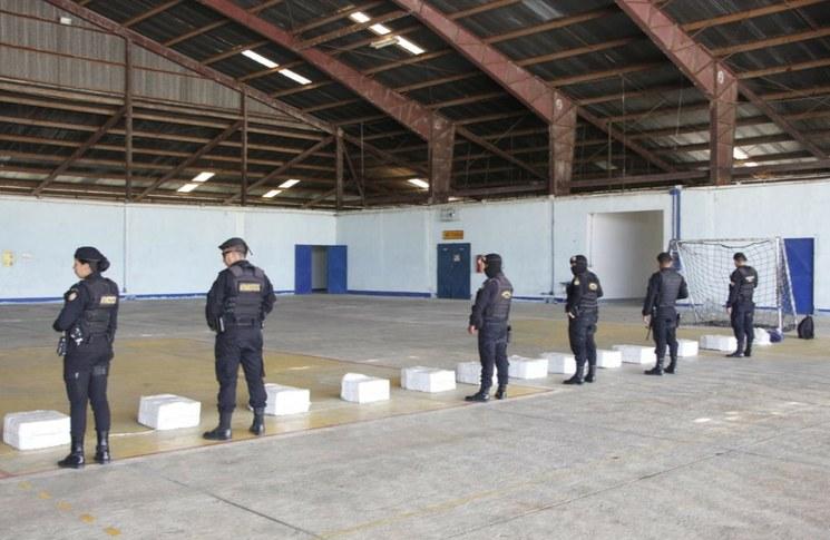 Detienen a 11 mexicanos y un colombiano con 422 kilos de cocaína en Guatemala