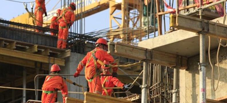 Completa un año en caída el sector de la construcción