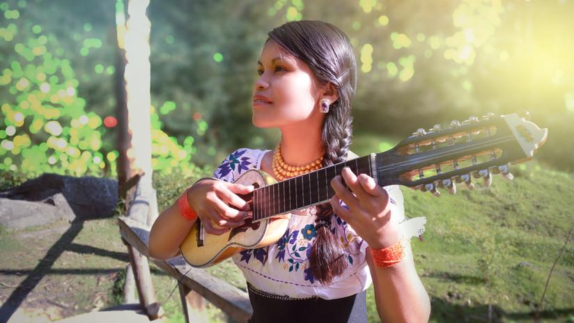 Videos: La joven kichwa que venció al racismo para ser cantante de jazz (y lo fusiona con ritmos andinos)