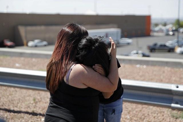 Ataque en El Paso irrumpe en debate político en EU; indagan terrorismo