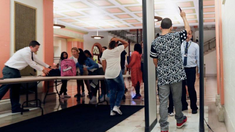 Las escuelas 'se blindan' con equipos especiales que evalúan el riesgo de tiroteos