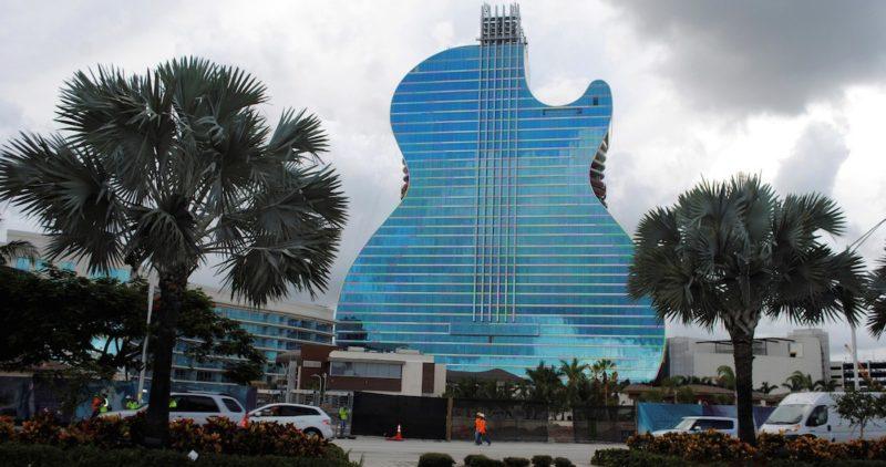El primer Hotel Guitarra del mundo abrirá sus puertas en octubre y ya acepta reservas
