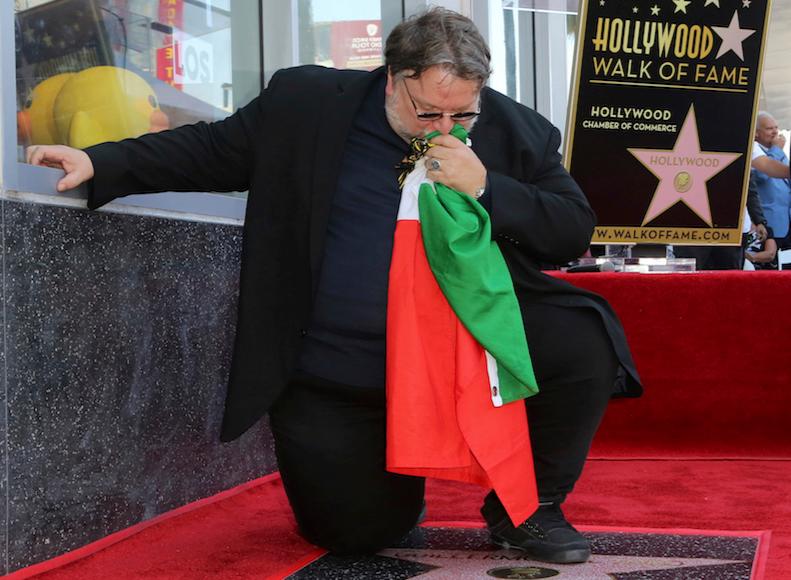 """Video: """"Soy mexicano, soy migrante"""", dice Del Toro al recibir su Estrella en el Paseo de la Fama de Hollywood, y pide vencer el miedo, el odio y las divisiones"""