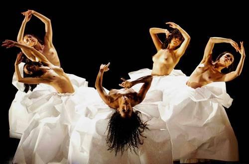 Estrenan la coreografía 'Migrantes', atisbo póetico a miles de desposeídos