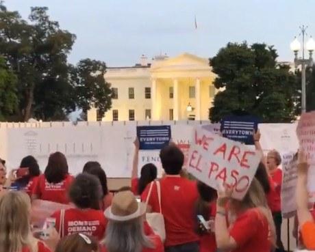 Mujeres marchan en Washington; exigen a Trump detener masacres
