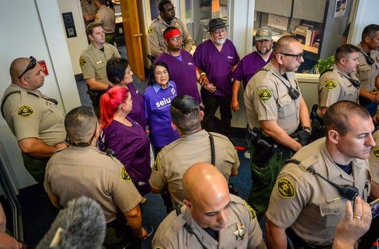 Detienen a Dolores Huerta, de 89 años, durante una protesta en Fresno