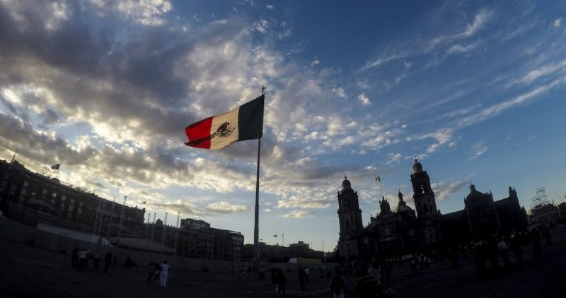 ¿Qué es el neoliberalismo y qué modelo económico han aplicado los gobiernos en México?