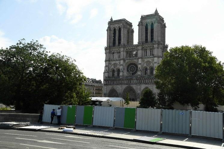 Catedral de Notre Dame aún en riesgo de colapsar: gobierno