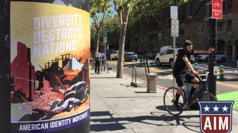 Supremacistas dejan carteles racistas y antiinmigrantes en la Universidad Estatal de San José