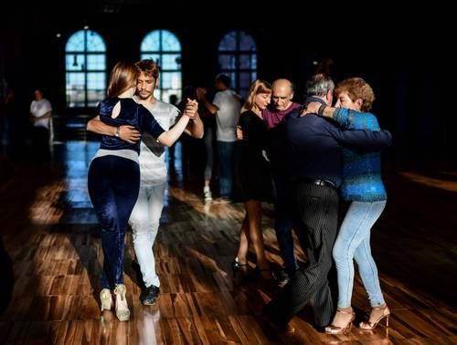 Feministas alzan la voz contra letras machistas en el tango