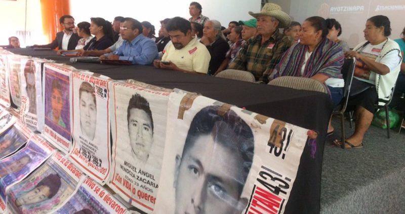 """Padres de los 43 culpan a la FGR y a la Sedena por el retraso en las indagatorias; piden ir por los que orquestaron la """"verdad histórica"""", especialmente por Zerón"""