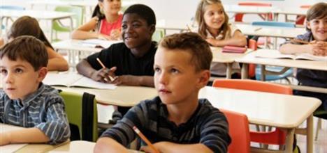 Thurmond ofrece estímulos a distritos escolares que abatan el ausentismo escolar crónico