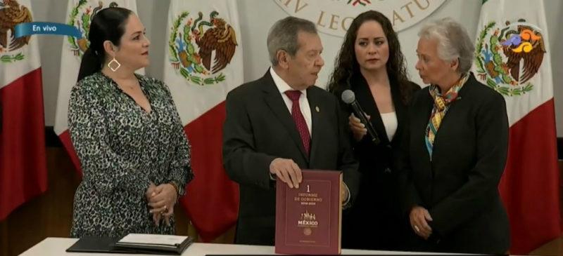 La secretaria de Gobernación entregó el Primer Informe de Gobierno del presidente López Obrador al el presidente de la Cámara de Diputados, Porfirio Muñoz Ledo.