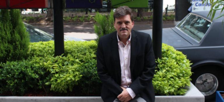 'Estamos llegando al ocaso del chayote en el periodismo mexicano', afirma el escritor Enrique Serna