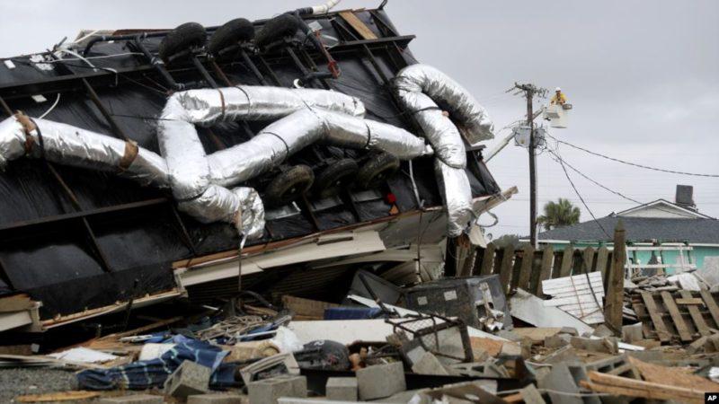 Dorian azota las Carolinas con tornados, fuertes vientos, marejada y lluvia